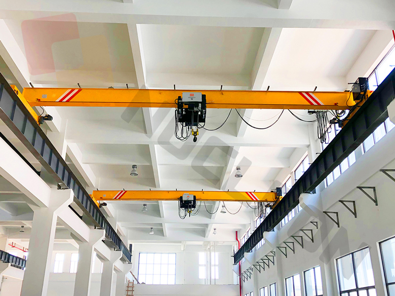 Bridge-crane-with-new-design-hoist