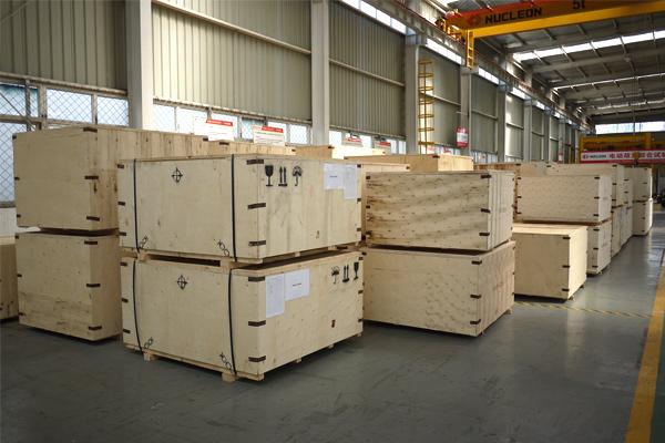 electric-hoist-wooden-case