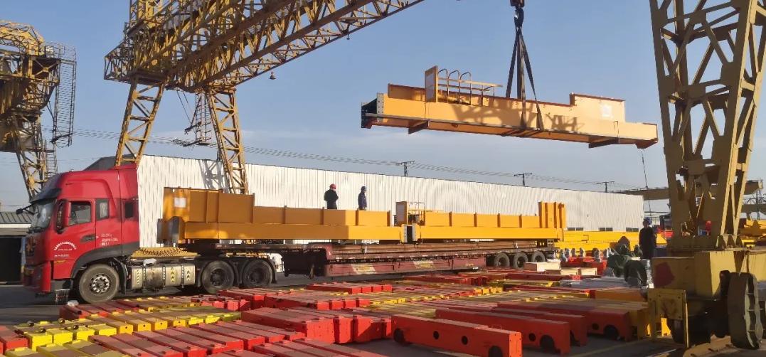 bridge-crane-loading-truck-to-mexico