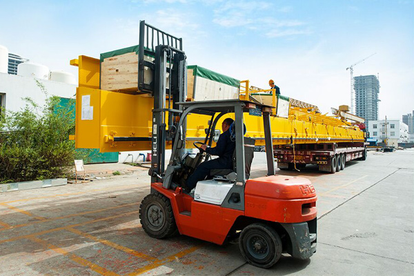 crane-packing-loading