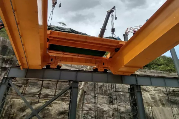 hydropower-bridge-crane-installation